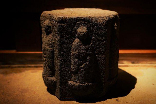 寄せるのも良し、水溜めるのも良しと、提案出来る幅が広い! と思って買ったものの気づいたらコレに限らず在庫が増える一方。  こうやって、先輩方と同じ道を辿るのだなと思った。。  #六地蔵 #石造  #石造物  #石像  #石像彫刻  #石像好きと繋がりたい