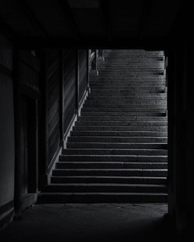 早朝に撮った二月堂の階段がとても美しかった!  #二月堂  #二月堂からの眺め  #石の階段  #江戸初期  #江戸時代の建物  #奈良時代  #東大寺二月堂  #東大寺大仏