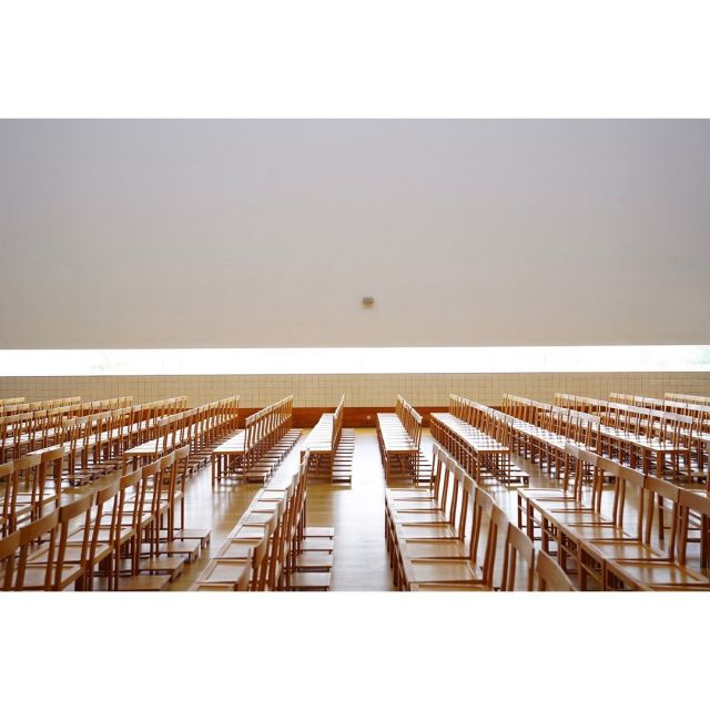 ポルトからちょいと離れた所にある マルコ・デ・カナヴェーゼス教会。  #ポルトガル旅行  #ポルト #ポルトヨーロッパ  #教会建築  #教会巡り  #礼拝堂  #葬儀場 #洗礼  #洗礼式  #美しい光 #旅の思い出 #思い出 #建築巡り  #建築巡礼  #建築巡礼の旅
